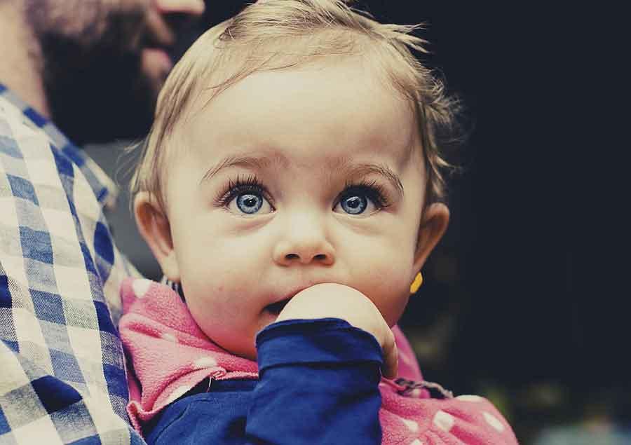 Tête plate bebe